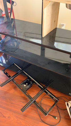 """Holds up to 65"""" tv for Sale in Fresno, CA"""