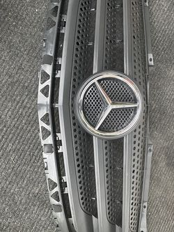 2014-19 Mercedes Sprinter Front Grill for Sale in Tinley Park,  IL