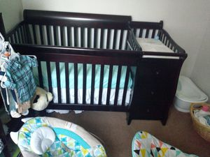 4 in 1 convertible crib and changing table. Mattress included. for Sale in Philadelphia, PA