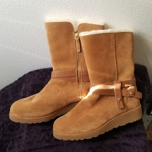 UGG WOMENS BOOTS SIZE 12 for Sale in Whittier, CA