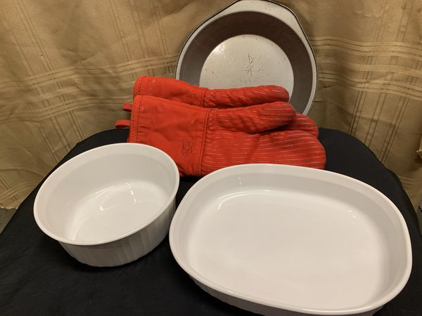 Oven mitt, pie pan, corning ware, barbecue grill vegetable pan