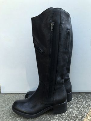 Vera Wang Genuine leather boots. for Sale in Milton, WA