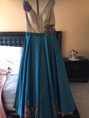 Very pretty dress , worn only two times , xs size for Sale in Woodstock, GA