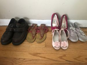 Shoes for men and girl. Car seat for $5 dls. for Sale in Melrose Park, IL