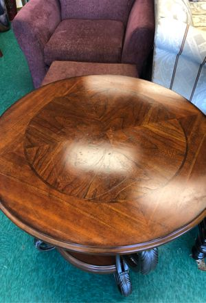Round Wood & Metal End Table for Sale in Lynnwood, WA