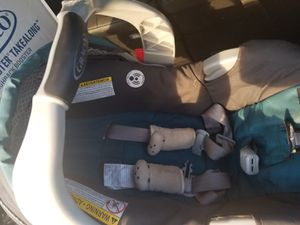 Graco baby car seat for Sale in Highland Beach, FL