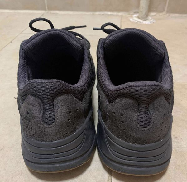 ADIDAS YEEZY BOOST 700 UTILITY BLACK SIZE 11 100% AUTHENTIC IN GREAT CONDITION (NO BOX)