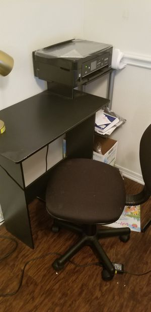 computer desk& nice chair&desk lamp for Sale in Franklin, TN