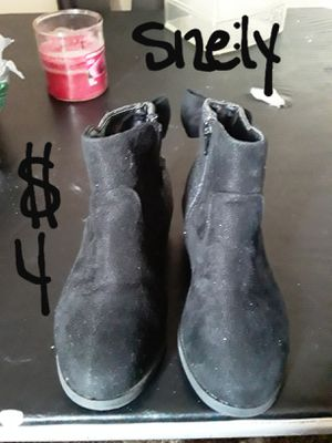 SATURDAY SALE..girls suede glitter bow boots size 1y for Sale in Suitland, MD