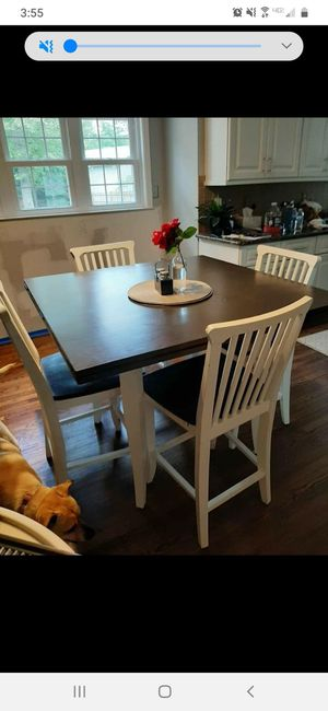Kitchen table and chairs for Sale in Lake Shore, MD