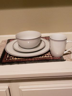 Amazon Basic Dinnerware Set for Sale in Fontana, CA