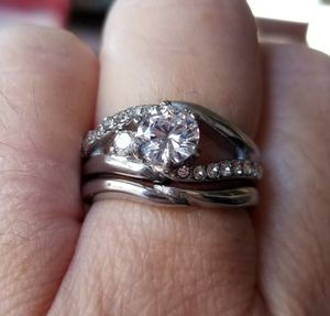 1.19ct. Clear cut wedding set.... size 7 for Sale in Riverside, CA