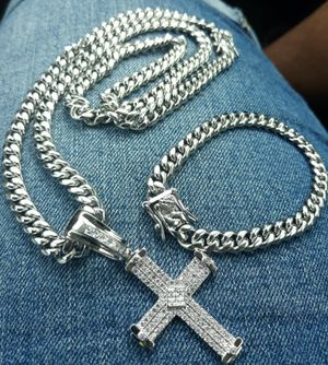 $130.....8mm.....🏌️🤳🏆🤩14k white gold-plated cuban link chain pendant and bracelet.... will not fade or tarnish.... I deliver 🚗💭💭 for Sale in Fort Lauderdale, FL