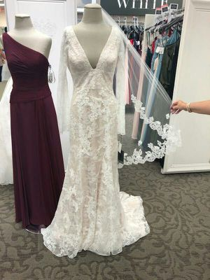 Vera Wang Wedding Dress for Sale in Fuquay-Varina, NC