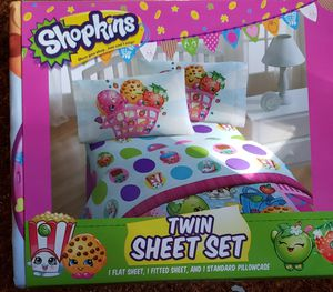 Shopkins Reveraible Comforter and Sheets set size Twin/Full for Sale in Renton, WA