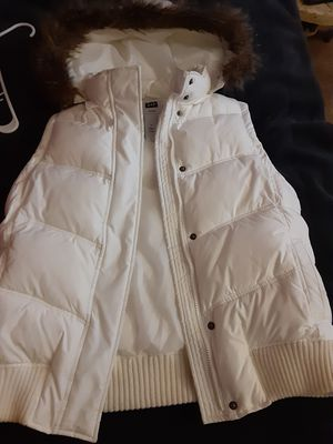 Gap vest with fur on the hood for Sale in Columbus, OH