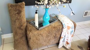 BENCH WITH PILLOW..KIDS ROOM for Sale in Clinton Township, MI