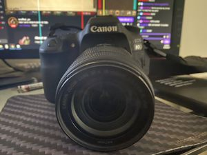 CANON 80D w/ 18-135mm LENS , excellent condition for Sale in Fullerton, CA