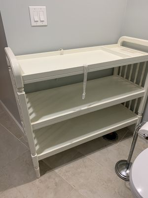 Pottery barn changing table white spindle design for Sale in Phoenix, AZ