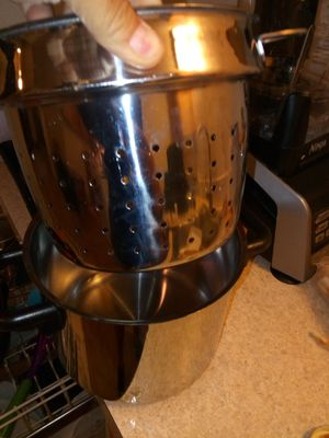 Pot and steamer or strainer set like new for Sale in Camas, WA