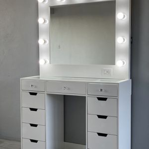 Vanity set with XL Mirror for Sale in Chula Vista, CA