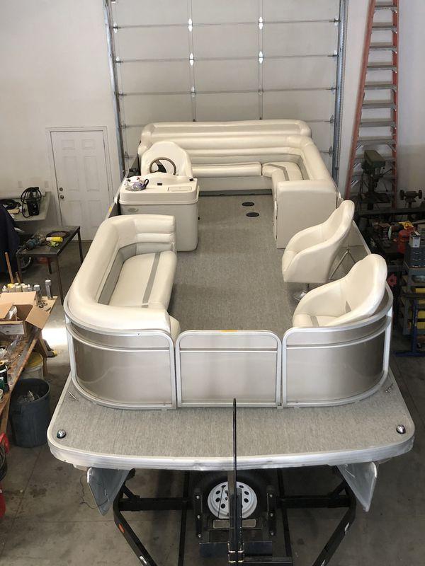 Pontoon boat Parti Kraft 2000