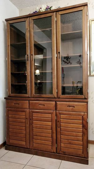 Beautiful Showcase Cabinet - Excellent Condition (worth $2,000) for Sale in La Mirada, CA