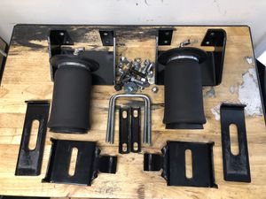 AirLift helper kit for 99-06 Silverado for Sale in Pembroke Pines, FL