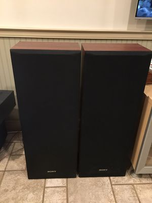 Song floor/tower speakers for Sale in Sterling, VA