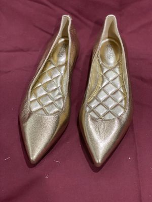 Michael Kors pointy flats Gold 6M for Sale in La Mirada, CA
