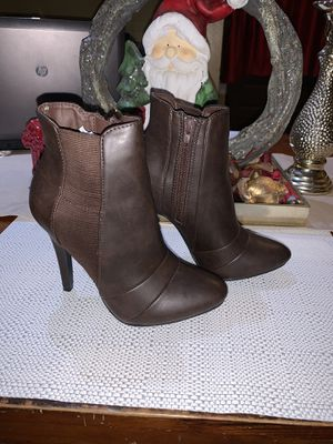 Dark brown heels size 6 for Sale in Lynwood, CA