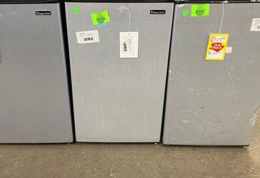 Magic chef mini fridge 3.3 ft.³ HMR330SE3 8B3F0 for Sale in Riverside,  CA
