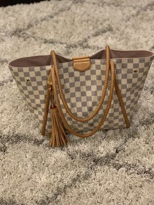 Louis Vuitton Tote Bag 6 months old for Sale in Monroe Township, NJ