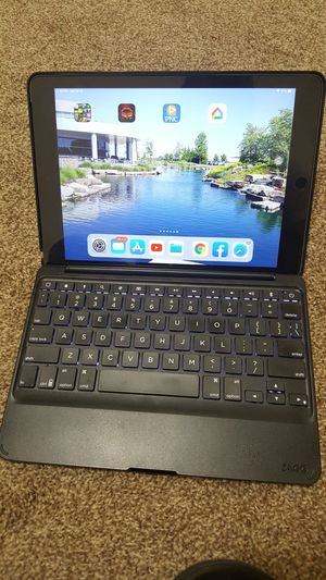 IPad Air 2 64 GB Cellular With Zagg Backlit Keyboard Unlocked for Sale in Comstock Park, MI