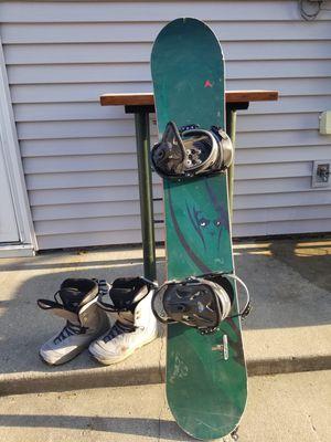 Dynastar 157cm Trouble Maher Snowboard (Burton bindings) Mens 10.5 Morrow boots for Sale in Joliet, IL