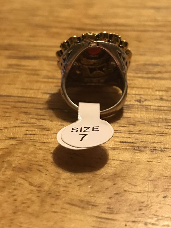 BRAND NEW LADIES RING SIZE 7