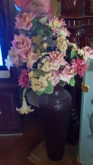 Vase with artificial flowers for Sale in Redlands, CA