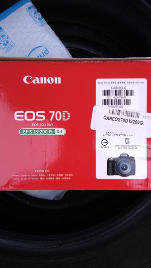 Canon Eos 70D W/18-200mm IS kit lens DSLR digital SLR camera for Sale in Sunnyvale, CA