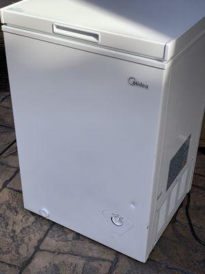 Midea chest freezer single door (top) 2.1 cubic feet for Sale in Hermosa Beach, CA