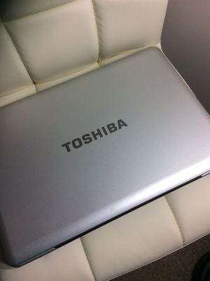 Toshiba Laptop (does not turn on) for Sale in Charlotte, NC