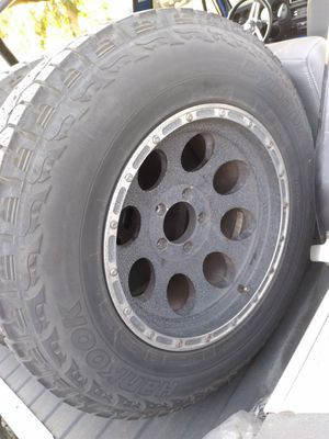 Hankook Dynapro tires and 17in rims for Sale in San Fernando, CA