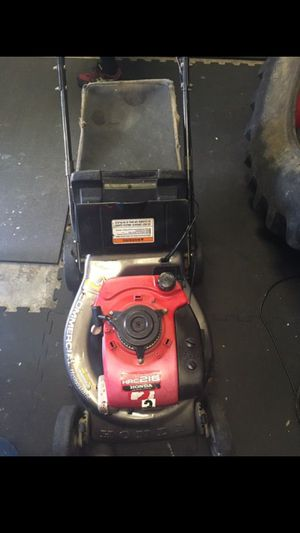 NOT WORKING Honda commercial lawn mower landscaping equipment for Sale in Dallas, TX