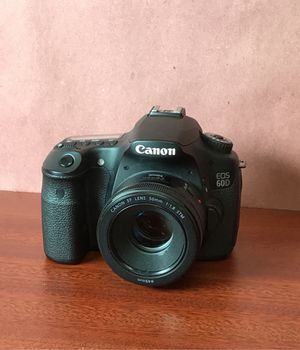 Canon 60D camera for Sale in Monterey Park, CA