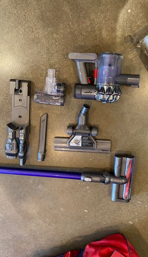 Dyson DC59 cordless stick vacuum with multiple heads for Sale in Huntington Beach, CA