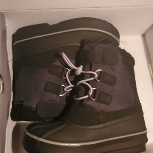 Sniw Boot Kids SIZE 11 for Sale in Riverside, CA