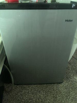 Mini fridge for Sale in Orlando, FL