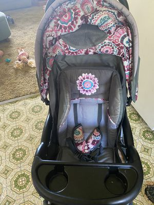 Stroller with car seat and base. for Sale in Aberdeen, WA