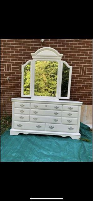 Dresser with triple mirror for Sale in Marietta, GA