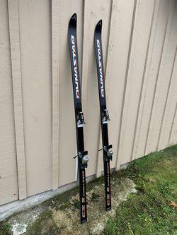 6 feet , Ski 🎿 🎿 🎿 🎿 SKI 🎿 🎿 🎿 🎿 for Sale in Bellevue,  WA