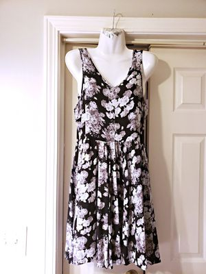 NWOT HOT TOPIC DRESS BLACK AND WHITE WITH FLOWERS SIZE M for Sale in Nashville, TN